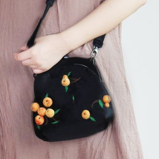 Ke people original fruit handmade wool felt chain retro mouth gold bag cute shoulders small bag diagonal package female multi-fruit