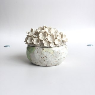 Ceramic flower decorative box / small flowers