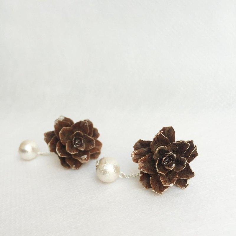 《blossom W。森靈花飾》乾花乾果實製作 松果純銀 耳環