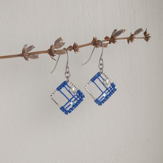 Macrame square 镂 space pattern earrings can be changed ear clip type sapphire blue knot elegant city