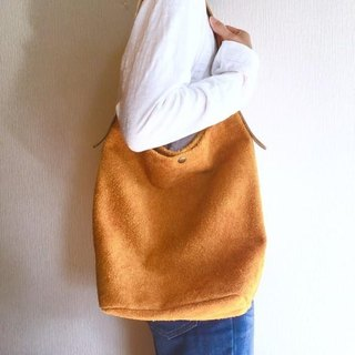 Shoulder bag of genuine leather Angola velor and extremely thick oil nude [Mandarin Orange]
