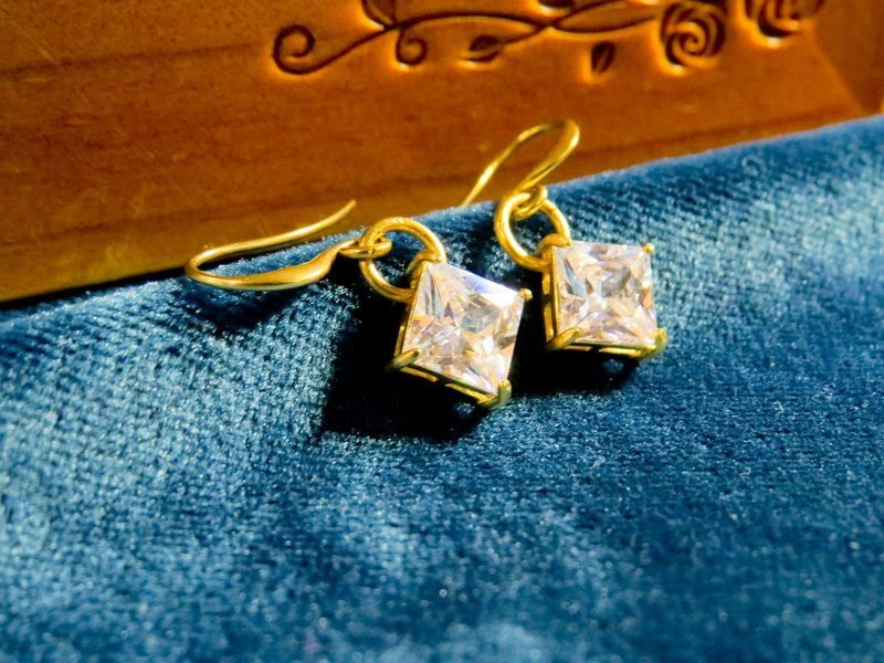 brass geometric series diamond-shaped zircon earrings
