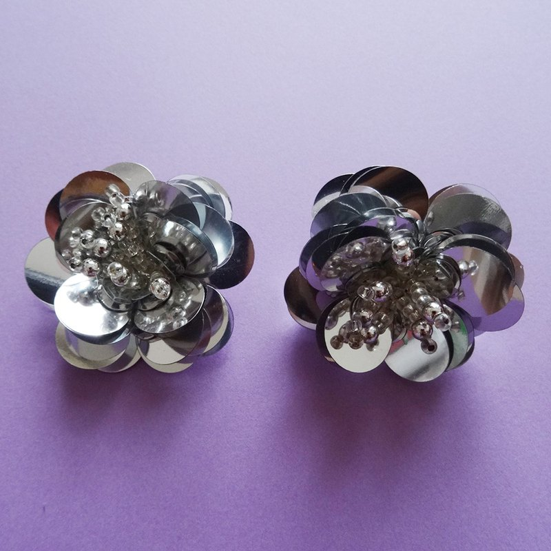 Spangled Flower Earrings / Silver