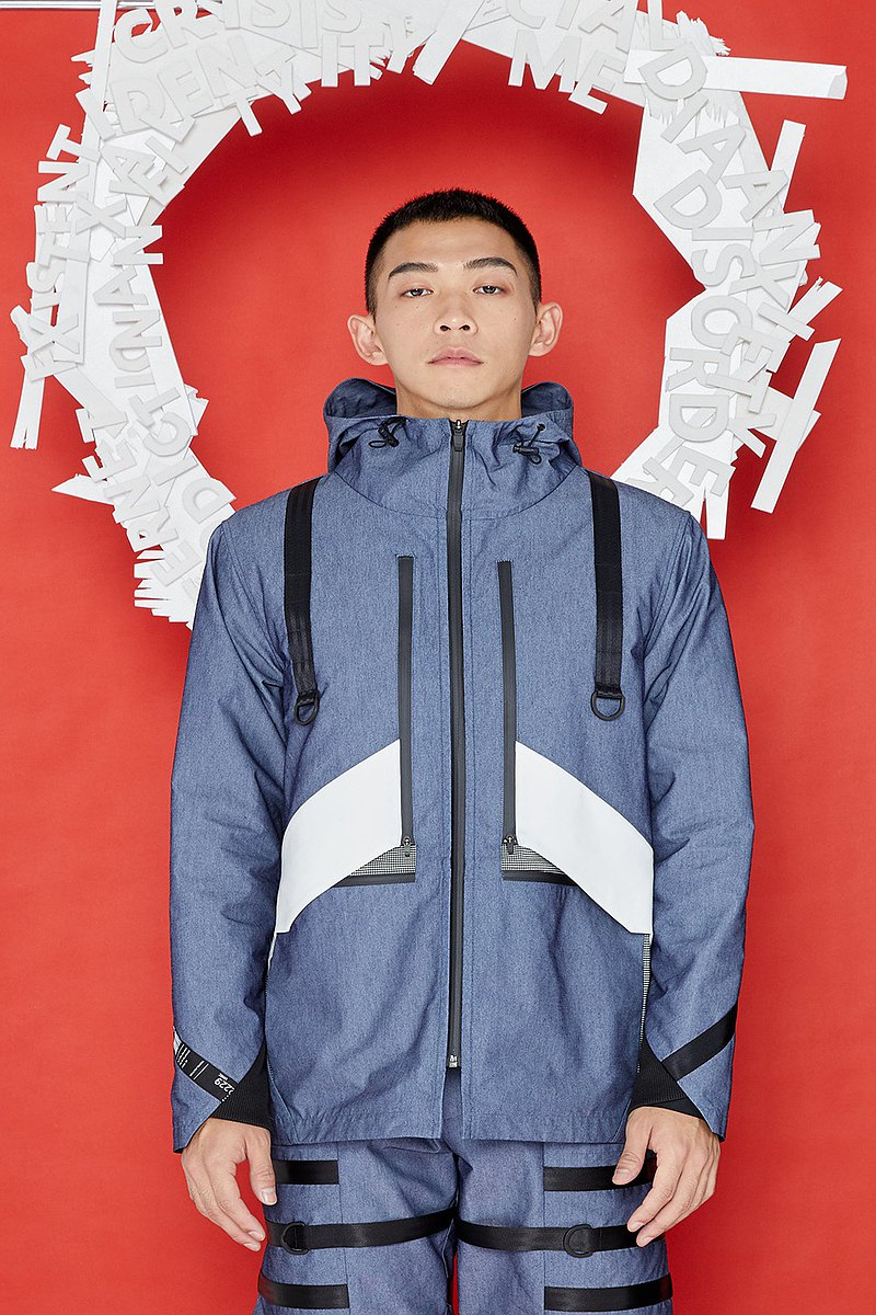 [Surprise at the end of the year] Hidden multi-pocket hooded jacket (light blue)