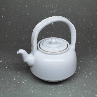 Run white glaze three curved mouth bell-shaped beam teapot hand pottery tea props