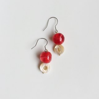 Strawberry 哔哔 Natural Stone Japanese Antique Bead Earrings