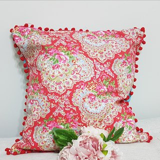 Nordic pastoral style classic red flower pattern, red hair ball pillow / pillow