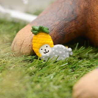 a little seal with pineapple head handmade brooch from Niyome clay.