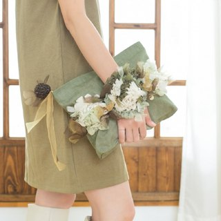 Goody Bag - blooming knitted flower handbag with strap || Moss Green