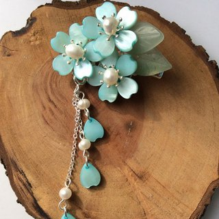Miao hand ~ elegant shell flowers pin clip (lake blue / duckbill clip / pin / spring clip)