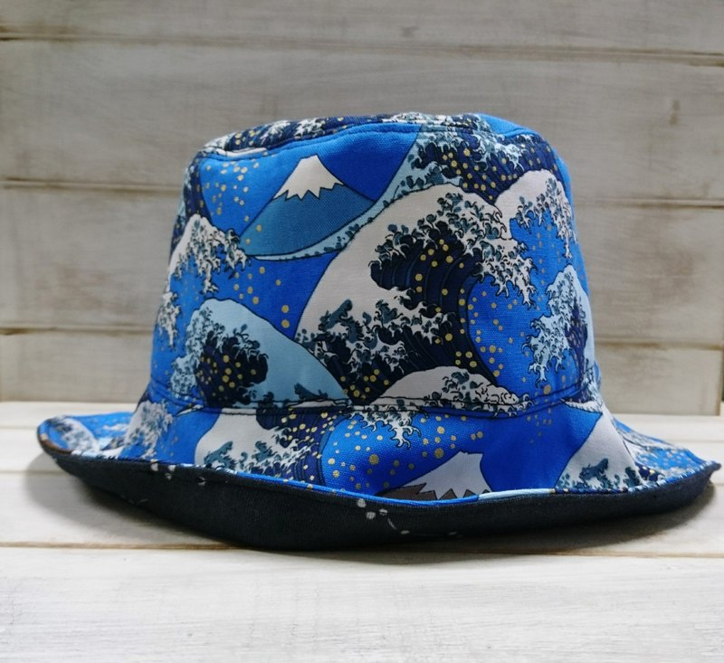 Winds of Mt. Mt. Mt. & Sauvignon Sery Cherry Blossom Two-sided Fisherman's Cap