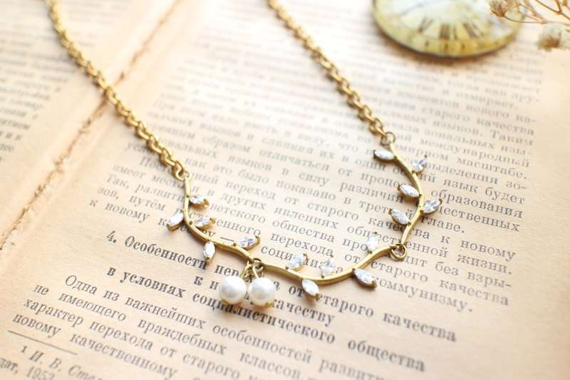 Classic cherry-zircon brass necklace