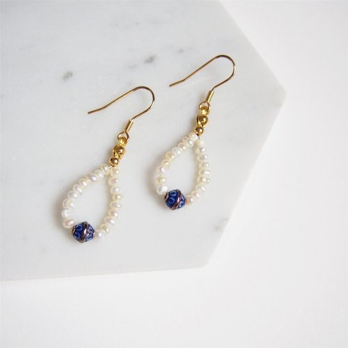 Noble mini pearl • water droplets • blue beads • ear hook earrings