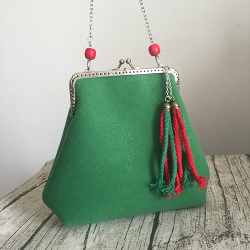 [] Green leaves a little red cotton bag creative green red beads handmade wool felt wool export gold shoulder bag slung dinner chain bag clutch purse handbag bag phone