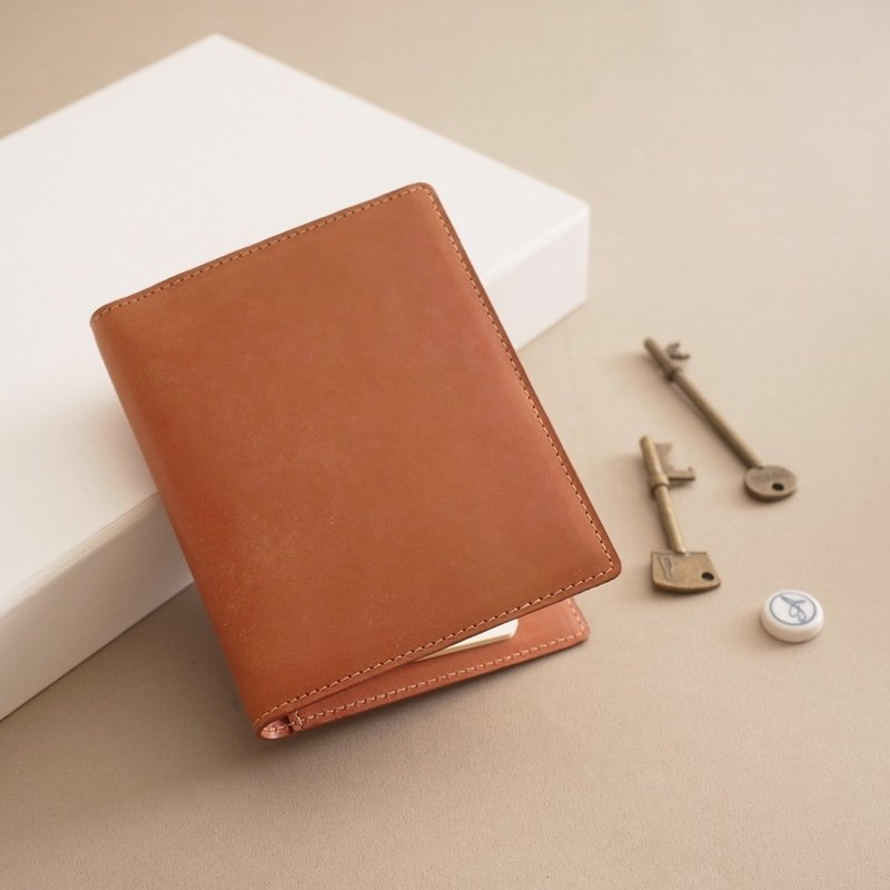 """RENÉE"" travel passport holder vegetable tanned carved leather / vegetable tanned leather / vegetable tanned tan leather brown"