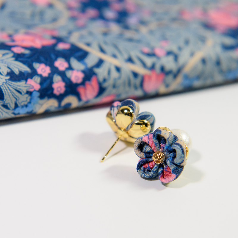 Flower on the Ear | Blue Pink Grey