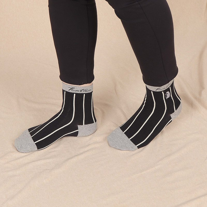 Collagen antibacterial deodorant socks (hedgehog line clause) black on white