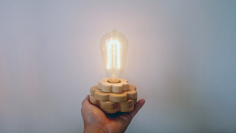 Wooden night light // Small flower tungsten lamp