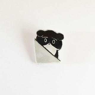 Chirari black and white cat's Plavan brooch 2 from the wall