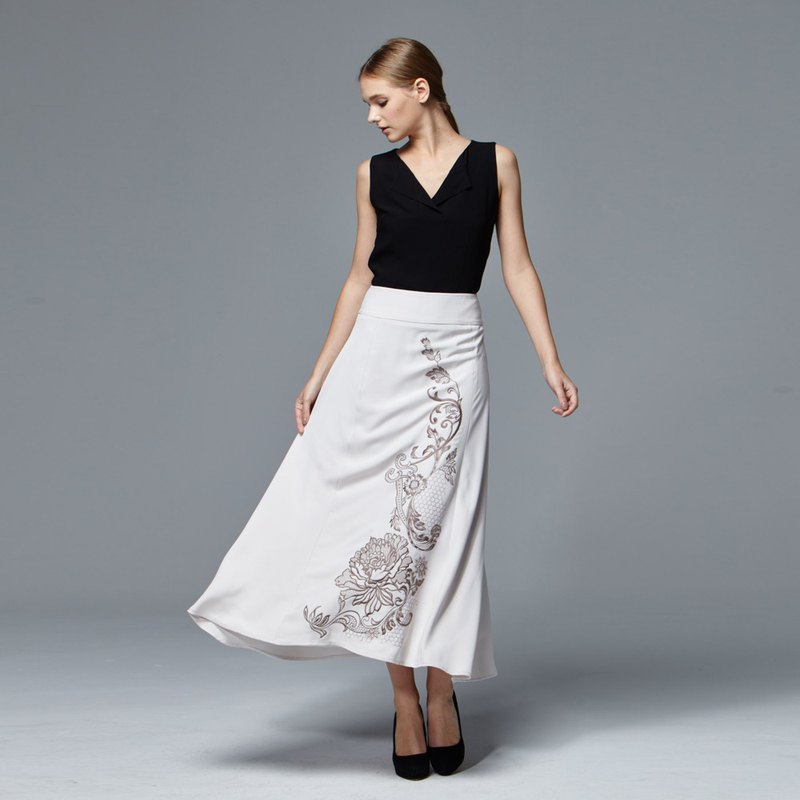Long skirt with embroidery