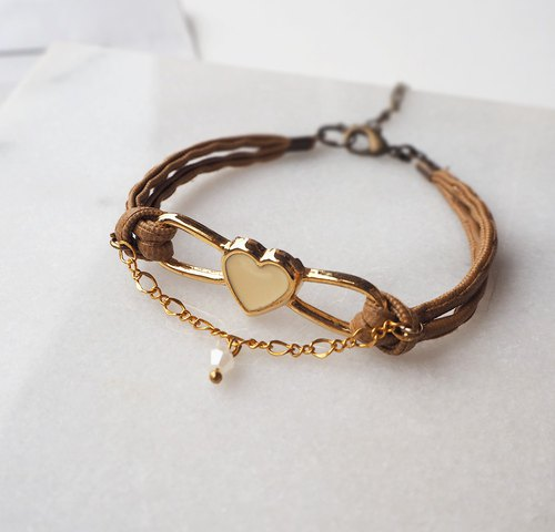 Golden Love Frame Imitation Leather Bracelet P54