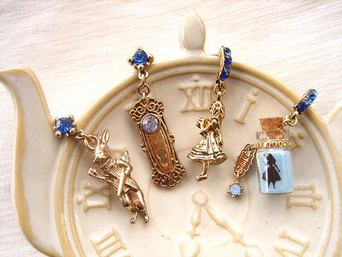 Alice Stereo Series--Alice Chasing Rabbit and Door Lock Mr. Drink Me Stereo Earrings