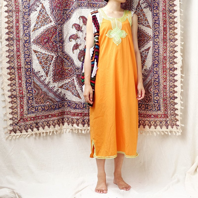*BajuTua / vintage / Moroccan bright orange traditional sleeveless dress