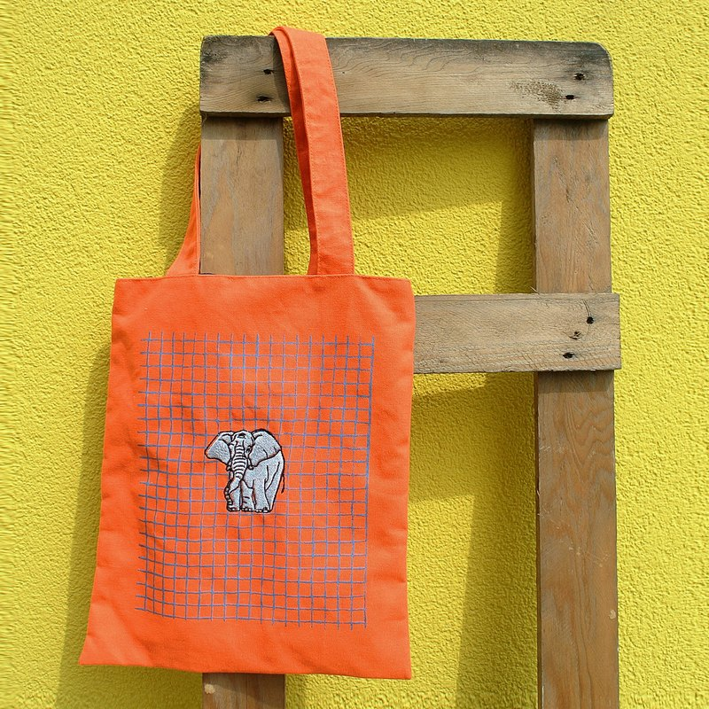 Bright orange sails Bu Tuote bag - embroidery Elephant