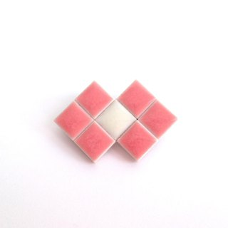 Tile ribbon brooch