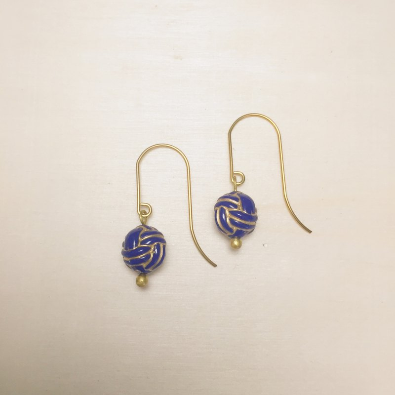 Vintage engraving sapphire blue knot earrings