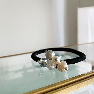 Hair accessory of elegant pearl beads mix