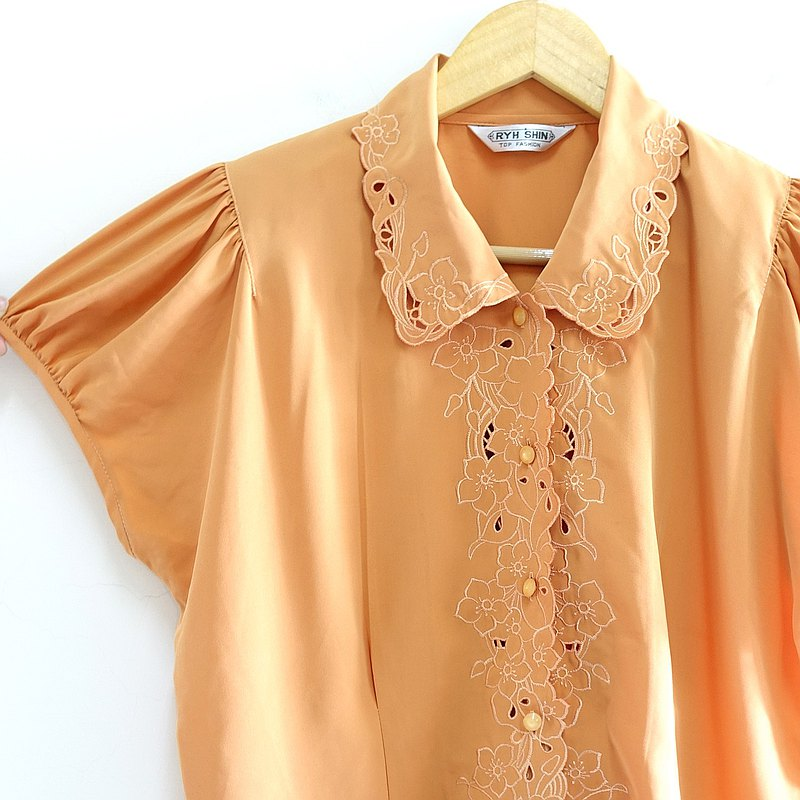 │Slowly│ Embroidery. Floral fragrance-vintage shirt│vintage. Retro. Art.