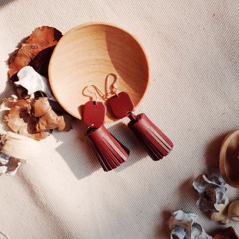 Genuine leather tassel earrings in burgundy