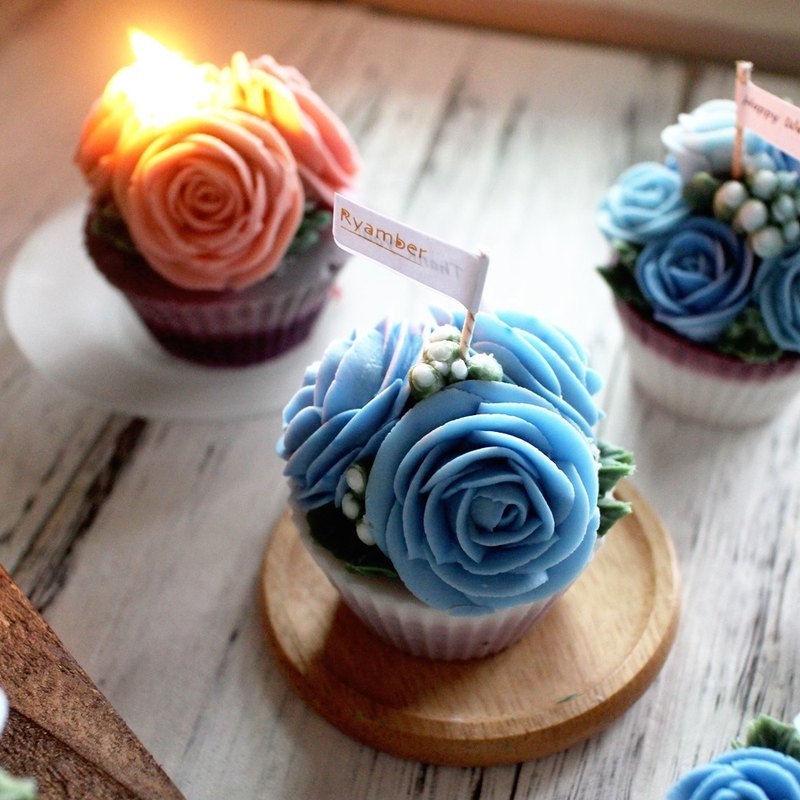 [Lei An Bai] quiet. Natural soy fragrance candle │ three blue roses │ herbal fragrance oil │ Korean crowded flower │ cupcake candle │ wedding small objects