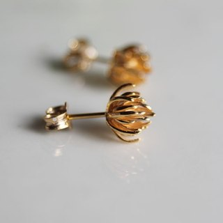 Thistle flower stud earrings