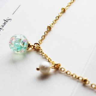 Rosy Garden green glass ball bracelet