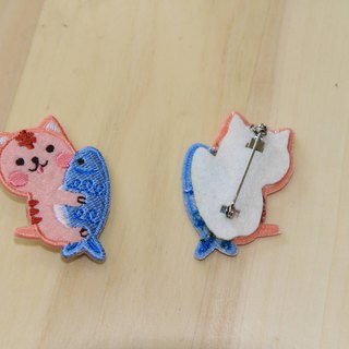 Cloth embroidered pin - baby meow meow series catch big fish pink meow (single)