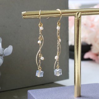 Japanese handmade jewelry - pearl hanging earrings - Pink