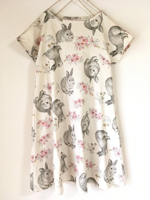 Rabbit and flower pattern simple flare One piece short sleeve