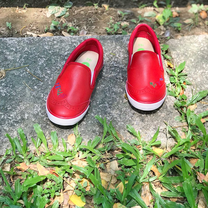 Oxford shoes color Red, the price includes only the kid's shoes