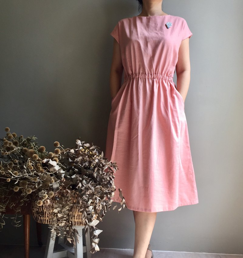 Rose in memory / dry rose pink / cotton and linen French sleeve dress / waist elastic band stretch