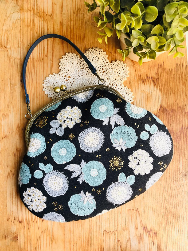 Flower cluster_dark blue mouth gold bag