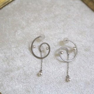 Akoya Pearl of the spiral earrings (silver color)