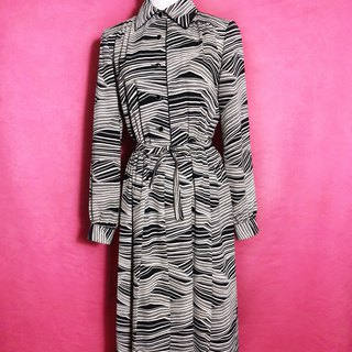 Irregular striped long-sleeved vintage dress / brought back to VINTAGE abroad