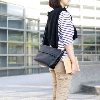 Taste life Japan will be fashion simple leather shoulder / Messenger bag Made in Japan by CLEDRAN
