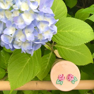Handmade embroidery // Hydrangea skin pierced earrings / red / / can be clipped