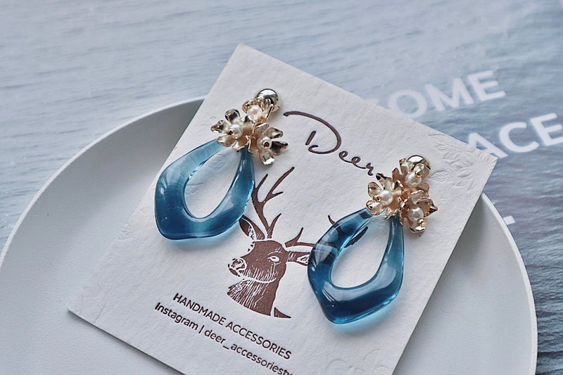 Deer │Transparent Japanese Material Small Golden Flower Resin Acrylic Earrings Earrings Valentine's Day Gift