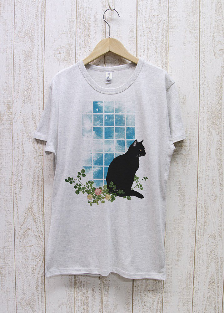 Haunting black cat window side NOON Heather white / R029-TT-HWH
