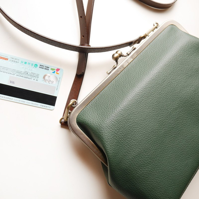 Royal 妃 21 21 21CM medium capacity shoulder bag / mobile phone bag / mouth gold bag [made in Taiwan]