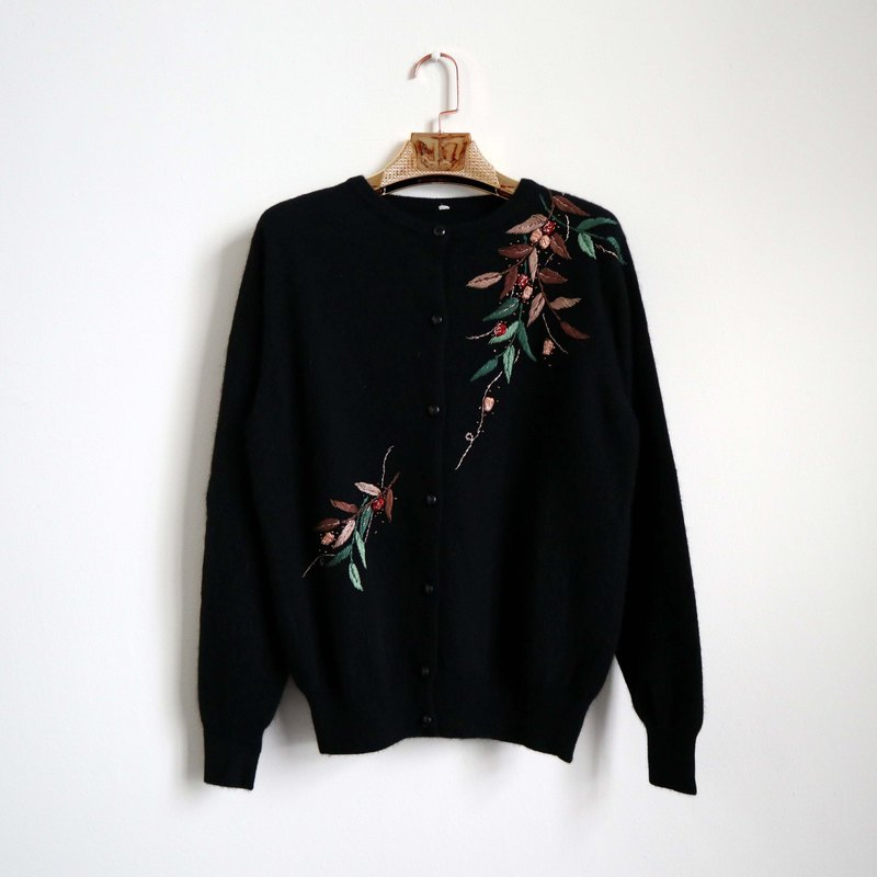 Pumpkin Vintage. Ancient black embroidered cardigan